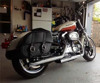 Alforjas rígidas de cuero para motos custom